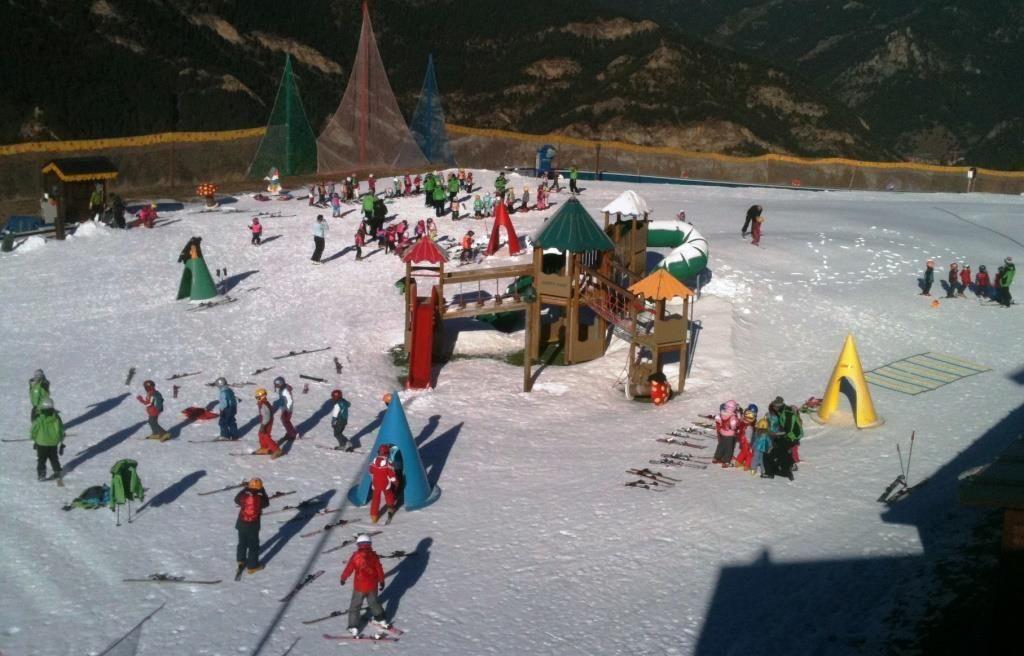 jard n de nieve vallnord pal esquia con peques